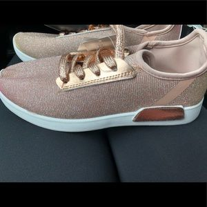 Shoes - 💥💥Rose gold sneakers